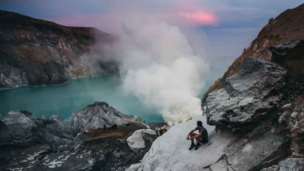pat brunet photographer at kawah ijen